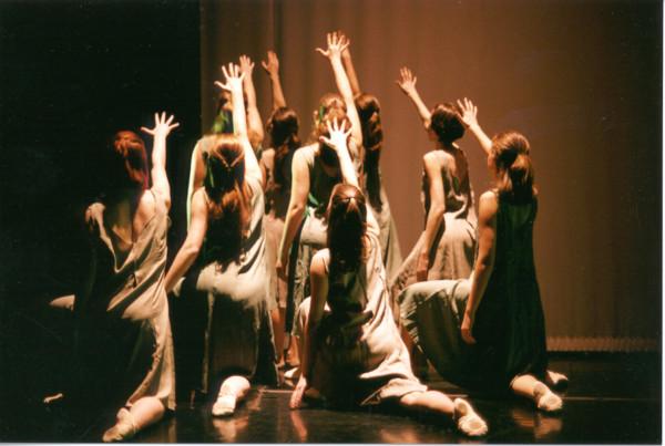 CD2001-64 March Show - Wandering Women